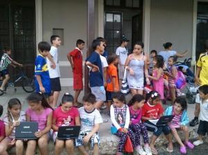 6-1-14 Capitan Sarmiento-grupo de chicos con net