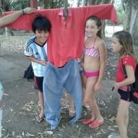 20-1-16 Benito JuárezLos niños felices con el espantapájaro terminado
